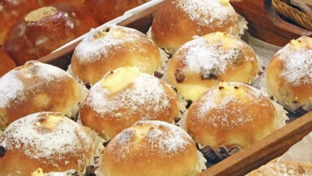 レーズンとクリームチーズのパン