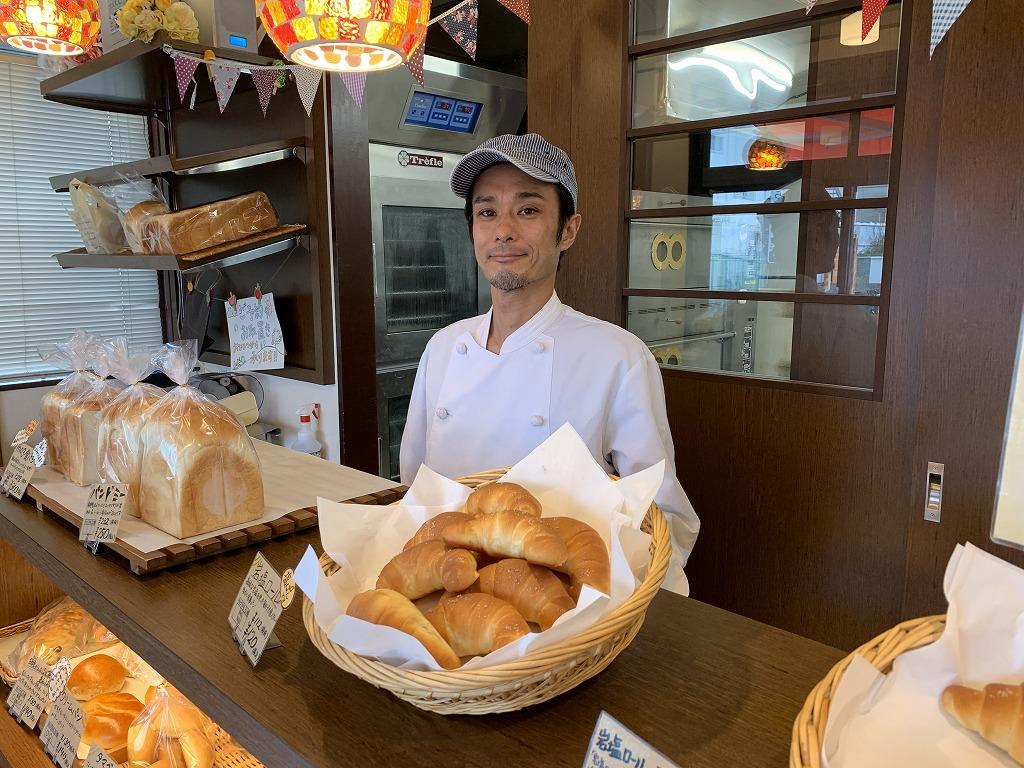 """茅ヶ崎の漁港で取れた魚を使って作られた魚醤である""""えぼしの雫""""を加え、潮の香と旨味を味わえる食パンです。 どんな方にも安心して食べてもらえるよう、国産の原材料を使用し、添加物不使用で作っています。"""